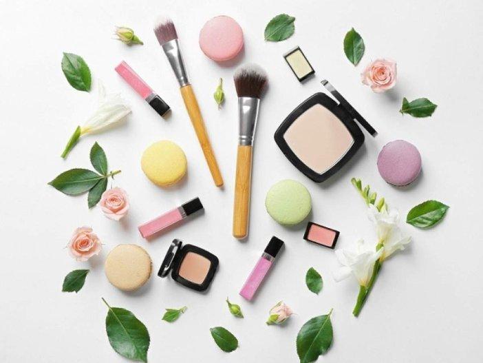 organic or conventional makeup
