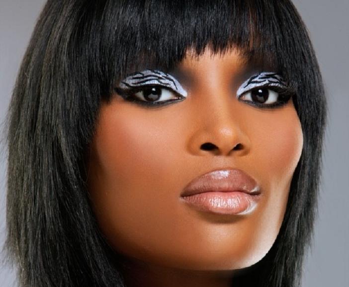 black-woman-lip-liner